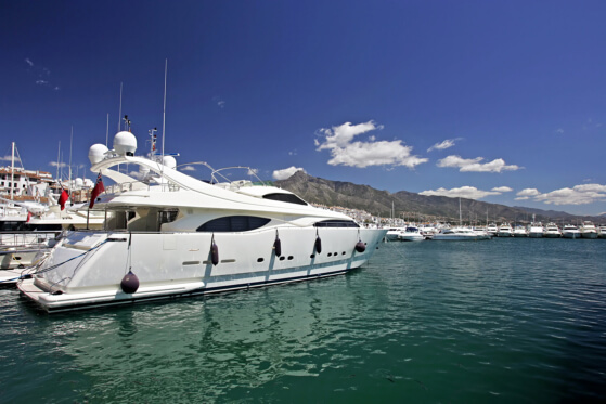top-3-features-of-a-first-rate-yacht-charter